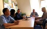 Đại diện ĐSQ Việt Nam tại Ba Lan và đại diện Hội NV, hội phụ nữ  thăm trại tạm giam tại Ketrzyn.