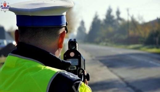 Ba Lan: Đo tốc độ xe theo đoạn đường (kaskadowy pomiar prędkości) trong khu dân cư. Thu giữ trên 200 bằng lái