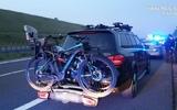 Cảnh sát đã truy đuổi tên trộm trên chặng đường dài 90 km. Hắn tháo chạy bằng một chiếc xe mercedes có giá nửa triệu złoty