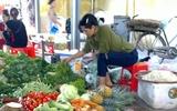 """Vì sao rau an toàn bị """"hắt hủi"""" ở chợ dân sinh?"""