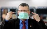 Tiến sỹ Grzesiowski nói về các con số đáng ngại: virus như diều gặp gió