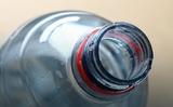 Nước ở trong chai nhựa (loại PET) có an toàn không?