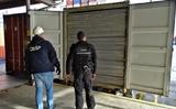 Ba Lan: Hàng triệu điếu thuốc lá trong công-te-nơ đến từ châu Á. Các lực lượng cảnh sát đã bắt được số hàng lậu