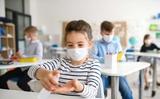 Ba Lan: Trường học từ ngày 1/9: Ba mô hình tổ chức dạy, các hạn chế ở vùng dịch màu vàng và đỏ, các trách nhiệm mới của hiệu trưởng