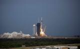 Sau một lần hoãn, tên lửa Falcon 9 mang tầu Crew Dragon đã khởi hành từ mũi Canaveral ở Florida.