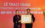 Trao Huân chương Lao động cho Chủ tịch Hội Người Việt Nam tại Cộng hòa Czech