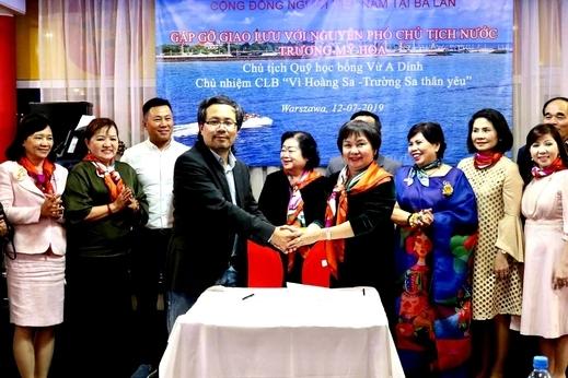 Đoàn đại biểu doanh nhân nữ TP. Hồ Chí Minh (HAWEE) thăm và làm việc tại Ba Lan.