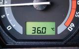Làm gì khi đi xe ô tô trời nóng
