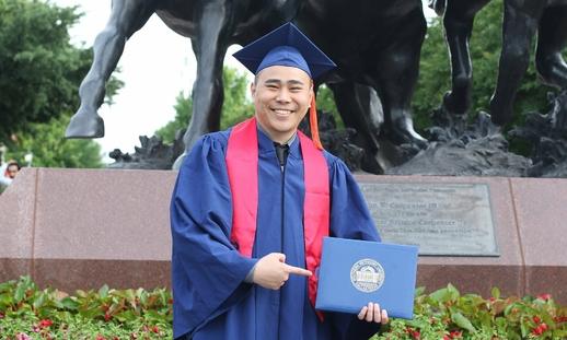 Kỹ sư người Việt được Bộ Quốc phòng Mỹ vinh danh