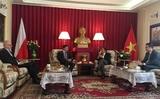 Đại sứ quán Việt Nam tại Ba Lan tổ chức lễ trao Giải thưởng toàn quốc về Thông tin đối ngoại năm 2016 cho nhà báo Rafal Tomanski