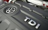 Nên mua xe chạy dầu (diesel) hay xe chạy xăng?