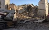 Động đất mạnh phá hủy nhà cửa ở Ý