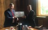 Trao học bổng của công ty EBM cho bộ môn tiếng Việt - Đại học tổng hợp Adam Mickiewicz Poznan