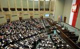 Đảng PiS thông qua nhanh nhiều luật trong lúc tin lộn xộn về cải tổ chính phủ