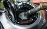 Bạn đổ nhầm nhiên liệu? Chúng tôi khuyên phải làm gì