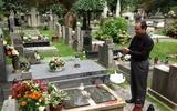 Bên mộ Wisława Szymborska
