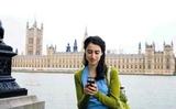 Làm gì để không phải trả phí roaming khi dùng điện thoại ở nước ngoài?