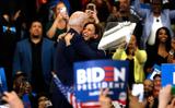 Thấy gì từ việc Biden chọn Kamala Harris làm ứng viên phó tổng thống?