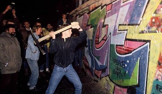Chủ nghĩa cộng sản sụp đổ năm 1989: Một chiến thắng không trọn vẹn