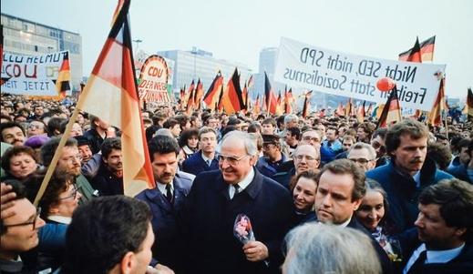 Helmut Kohl viết về sự kiện sụp đổ Bức tường Berlin